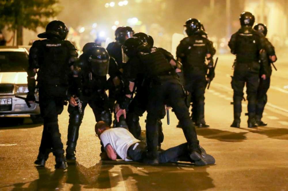 VIDEO. 10 momente cu violențele jandarmilor în Piața Victoriei