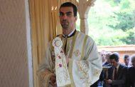 """Mesajul revoltător al directorului Filarmonicii """"Oltenia"""", fost preot: """"Măcar un glonț în cap acelor așa-zise 'mame' care au ieșit cu copiii in brate la proteste"""""""