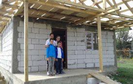 Campaniile AgoraPress! S.O.S.! O mama care isi creste singura cei trei copii are nevoie de acoperis la casa si rechizite pentru scoala