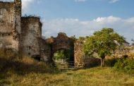 VIDEO. A supravieţuit atacurilor turcilor, dar nu şi nepăsării statului. Castelul Martinuzzi, o ruină plină de legende