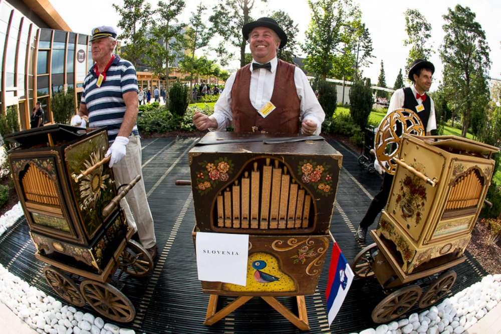 Flasnetari din cadrul Festivalului International al Muzicii Mecanice si concert al Filarmonicii, in week-end, la Palas