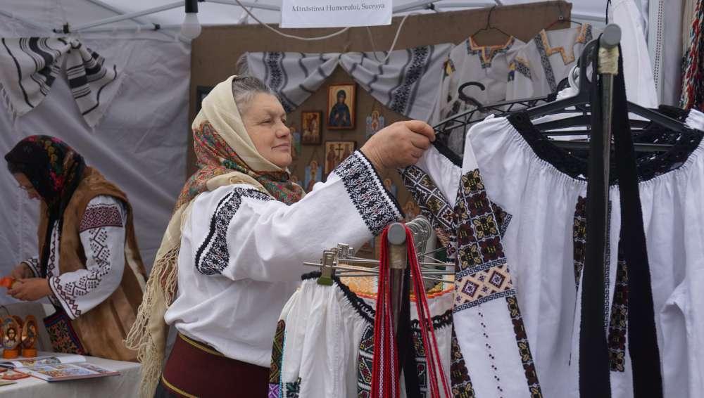Meşteri şi meşteşuguri tradiţionale din Moldova, pe pietonalul din Iasi