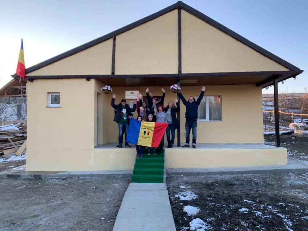 FOTO. Familia Lazar s-a mutat in cea de-a 18-a casa construita de Casa Share pentru familiile defavorizate din Iasi
