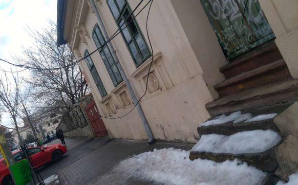 FOTO. Pericole publice gestionate in mod criminal de Mitropolia Moldovei si Episcopia Catolica din Iasi
