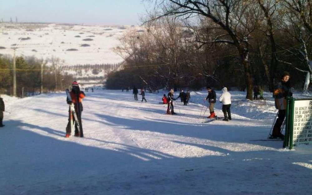 S-a deschis partia de schi de pe Sararie. Vezi care sunt tarifele