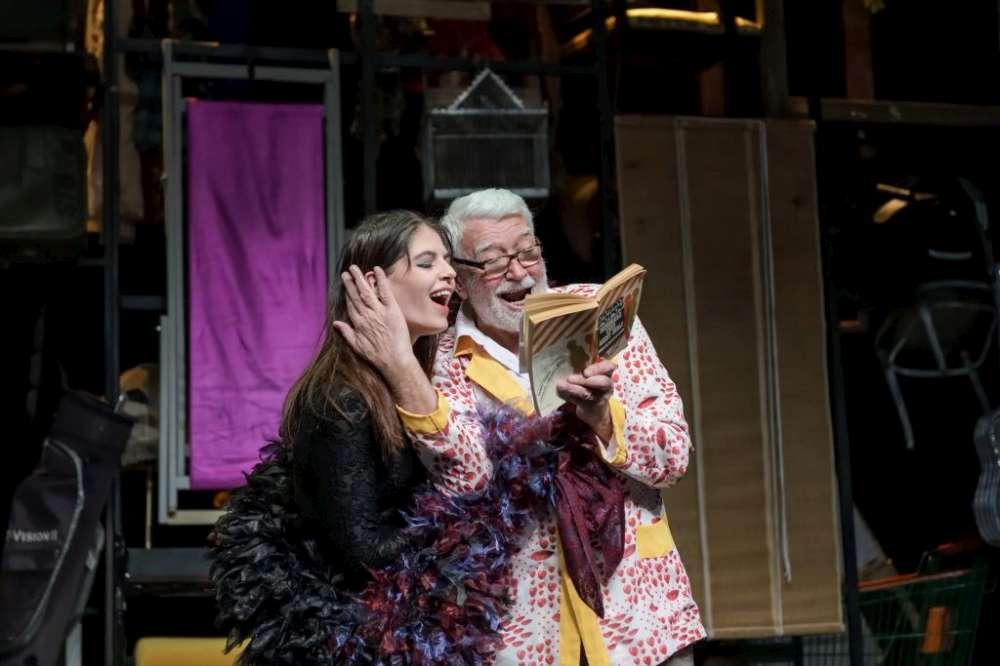 """Spectacol manifest despre oamenii mici ai zilelor noastre. """"Un dolce far niente"""", o productie speciala pe scena Teatrului National din Iasi"""