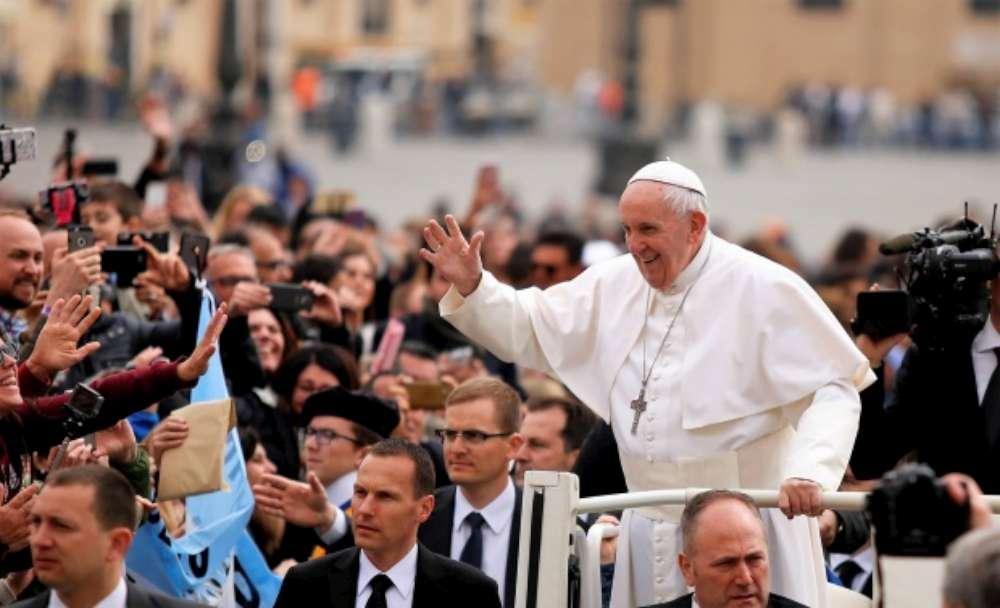 2 milioane de euro, nota de plata pentru vizita Papei in Romania. Pentru vizita de la Iasi s-a alocat jumate de million de euro