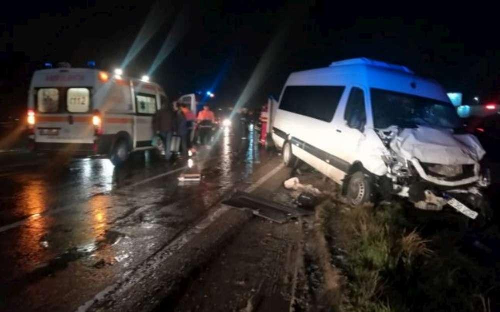 BREAKING NEWS! Cod rosu de interventie in Iasi. Doua microbuze pline cu pasageri s-au ciocnit la Letcani.