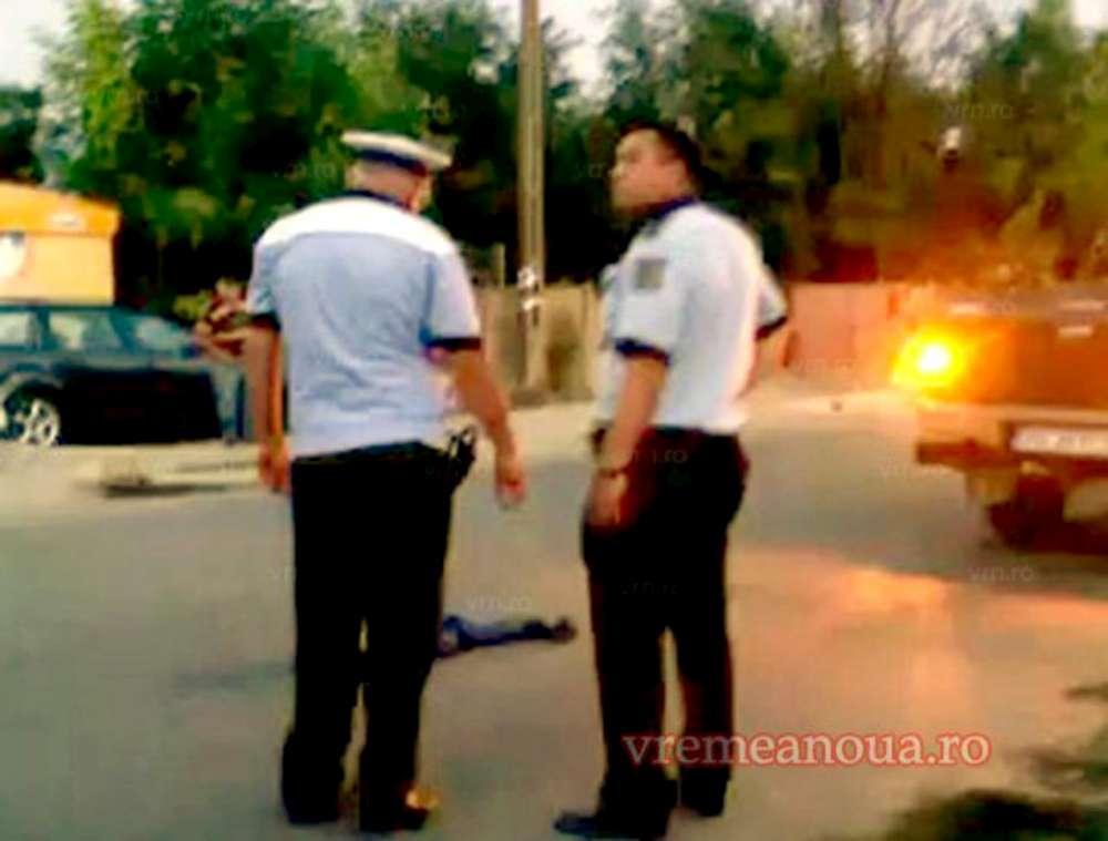 Anchetă la Poliția Vaslui, după ce un copil lovit de o mașină a fost lăsat să zacă pe stradă zeci de minute. Brutele din Politie s-au plimbat pe lângă victimă!