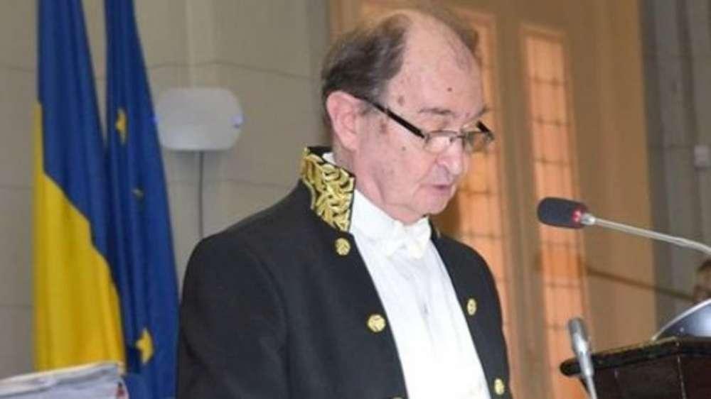 Academicianul Bogdan C. Simionescu, vicepreşedinte al Academiei Române, primeste titlul de Membru de Onoare în Grad de Comandor al Ordinului Militar de România