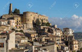 Vreți o casă într-un orășel din Sicilia? Se dau gratuit! Cine are copii mici primește și bonus!