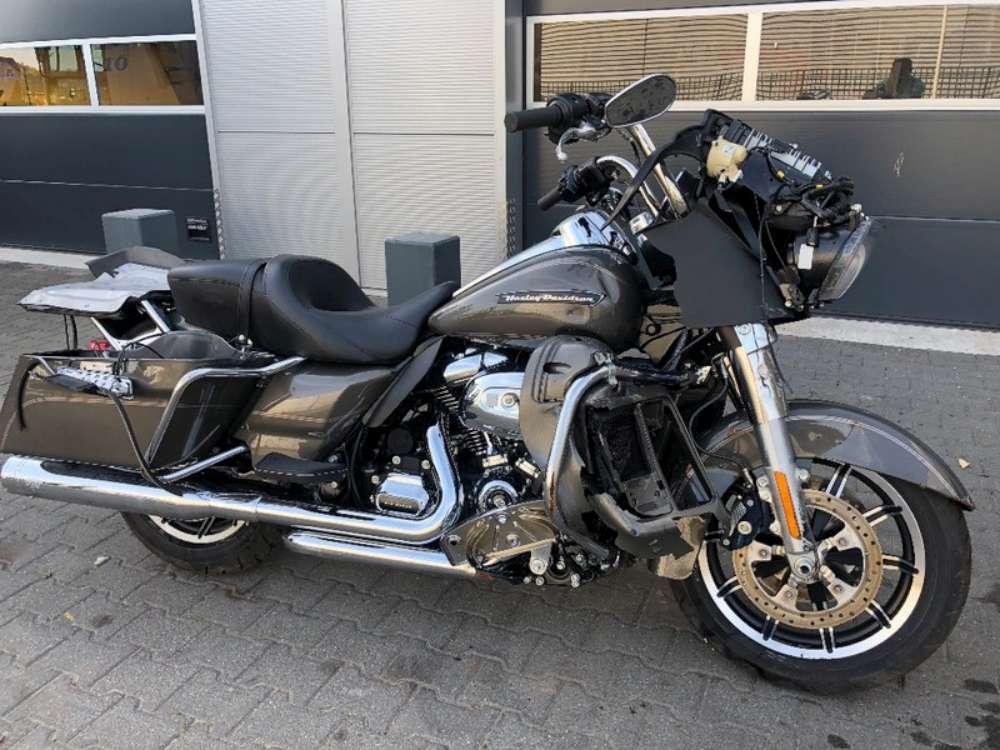 Motocicletă Harley furată in 2018 din Italia, depistată la vama in duba unui moldovean