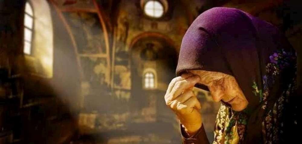 In judetul Iași, oamenii fac rugăciuni la ore fixe împotriva epidemiei. O alta realitate a luptei cu coronavirusul