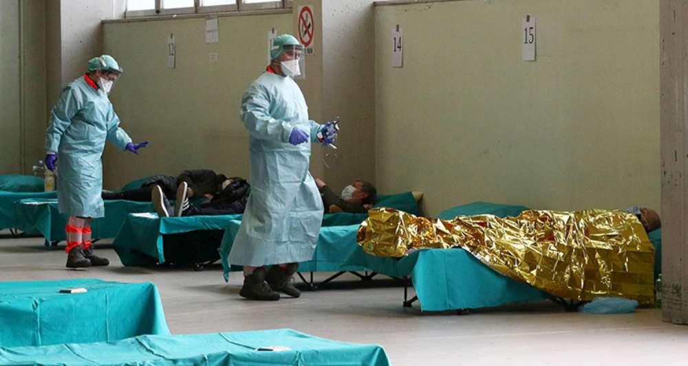 Bolnavii de COVID mor în ambulante și pe targile din ATI, responsabilii sanitari întârzie deschiderea spitalului de la Letcani.