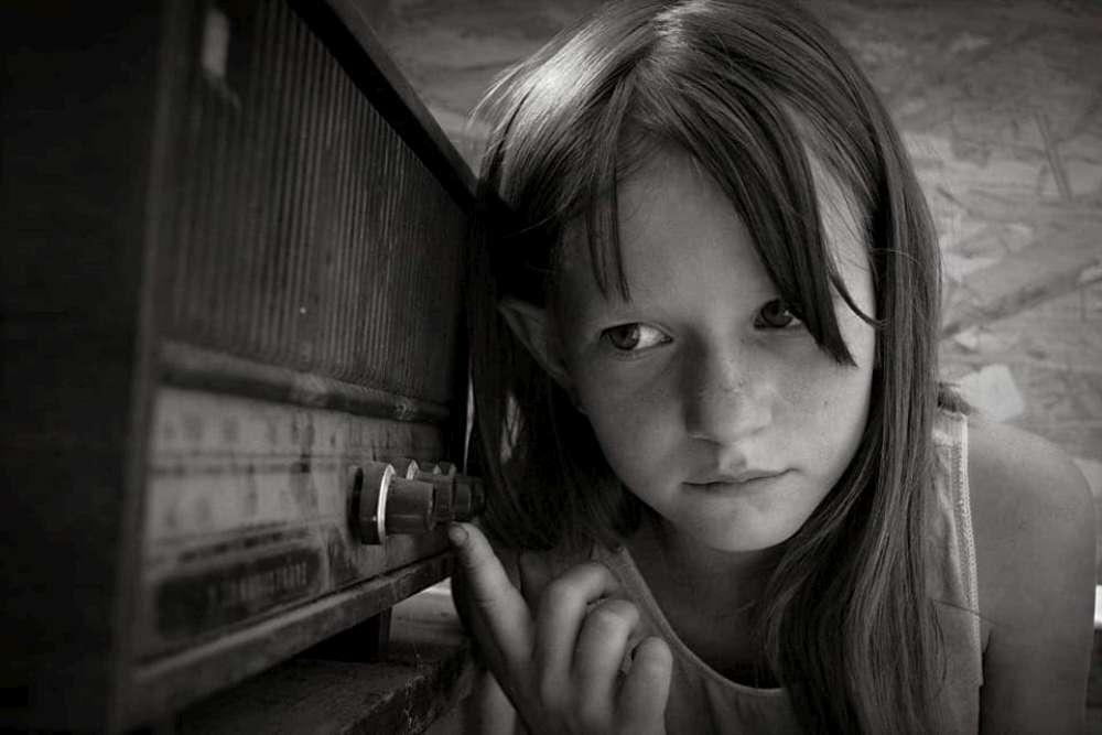 """""""Doamna, Denisa mea mai trece clasa dacă n-are telefon?…"""". Ajutati-i sa continue scoala!"""