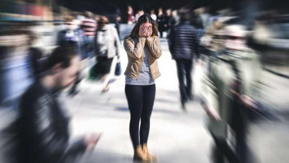 Cum să ne ferim de anxietate, atacuri de panică sau depresie pe timp de carantină?