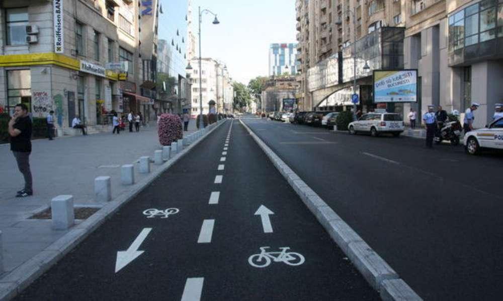 Fara masini parcate pe marginea strazii intre Pacurari si Tudor Vladimirescu! O pista de biciclisti va lega cele doua zone
