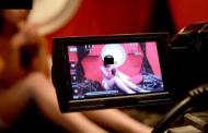 Pustoaica de 15 ani, fortata sa se filmeze in ipostaze sexuale explicite