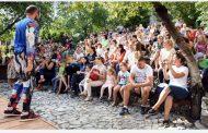 Compania Andirino aduce publicul si în luna iulie la teatru în aer liber