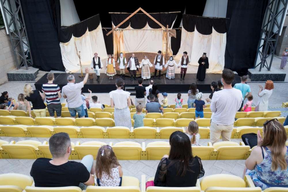 O premieră a Ateneului Național din Iași, sesiuni de sport și târg de produse turcești, în această săptămână, la Palas