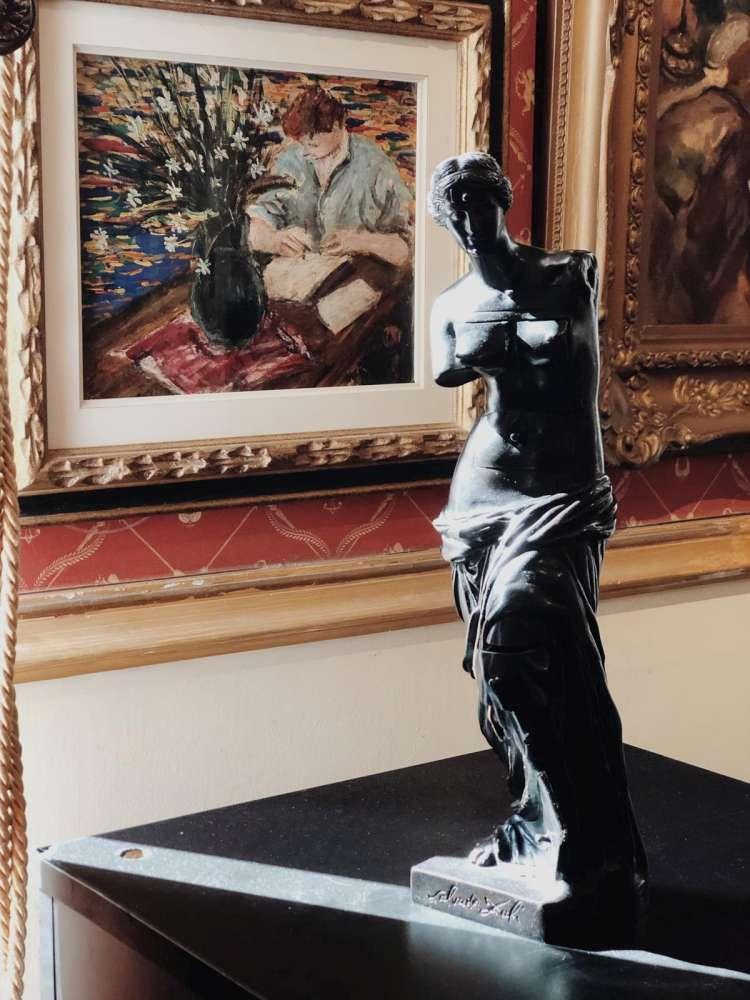 """Venus din Milo"" a lui Salvador Dali, licitata in Romania"