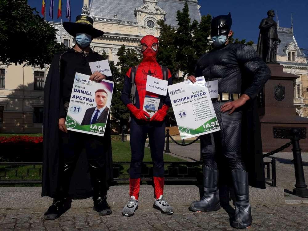 Alo, Psihiatria! Campanie cu măscărici la țărăniști. La PNȚCD am găsit un Batman, un Spiderman, un Zorro și niște fosile țărăniste
