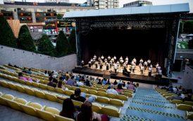"""Au reînceput serile magice în Amfiteatrul Palas: concertele și piesele de teatru, """"actorii"""" principali ai scenei"""