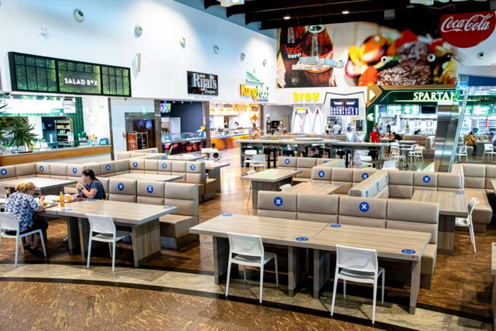 Zona de foodcourt, restaurantele și cafenelele din Palas și Iulius Mall Iași te așteptă cu delicii în interior și pe terasă