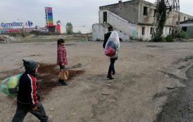 FOTO. Premianti nascuti in ruine! Ghetoul de langa Carrefour Felicia si dramele familiilor care dorm sub cerul liber