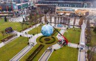 """GALERIE FOTO: Lights in the Park – Vino să admiri """"Museum of the Moon"""" în parcul Palas și să câștigi câte-n Lună și în stele!"""