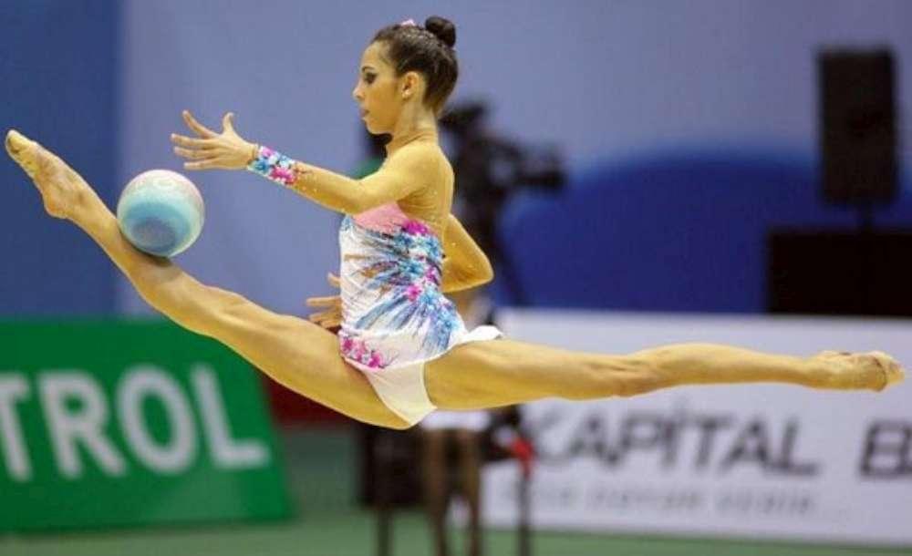 Studentă a UAIC, multiplă campioană la gimnastică ritmică, premiată de conducerea UAIC