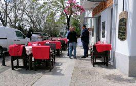 Cârciumarii lui Chirica s. au extins ilegal peste un trotuar din centrul Iasului